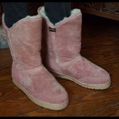 SUPER COZY PINK SHEARLING BOOTS - LIKE NEW! Old Friend low boot. Ladies love this boot for its on/off ease. Features arch support, removable sheepskin insole, covered seams, and very rare fun pink color!  This hand lasted boot is made in the old world style by careful stretching and tacking.  Unlike other sheepskin boots, a specifically formed counter locks the heel in place. High traction neoprene sole.  Sooooo soft & comfy! Old Friend Shoes Winter & Rain Boots