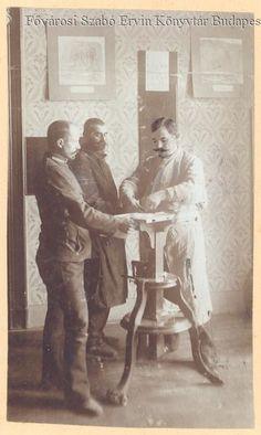 Ujjlenyomatvétel (1905) - Forrás: bpkep.fszek.hu