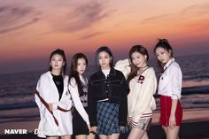 ITZY at Venice Beach, LA photoshoot by Naver x Dispatch. South Korean Girls, Korean Girl Groups, Programa Musical, Golden Child, Kpop Outfits, Scene Photo, Venice Beach, New Girl, Kpop Girls