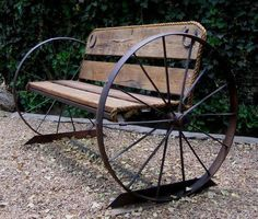11. METAL CARRIAGE WHEEL AND OLD RECYCLED WOOD FORMING AN INDUSTRIAL LOOKING BENCH - 26 Creative Methods Of Reusing Wheels In Your Design