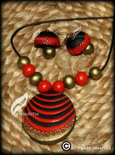 Black and red Funky Jewelry, Paper Jewelry, Simple Jewelry, Handmade Jewelry, Diy Jewelry, Thread Jewellery, Temple Jewellery, Polymer Clay Necklace, Polymer Clay Beads