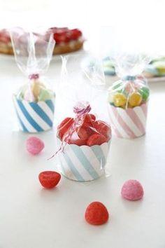 La bonbonnière Cupcake Le tuto ici : http://blog.zodio.fr/wp-content/uploads/Bonbonni%C3%A8re-Cupcake.pdf:
