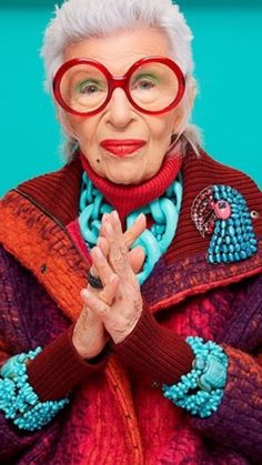 Iris Apfel Debuts Her Peculiar New Jewelry Line - Icon People - Ideas of Icon People - The fashion icon created the multi-textured accessory line for HSN pegged to the release of Tim Burtons new film Miss Peregrines Home for Peculiar Children. Artist Makeup, Iris Fashion, Couture Fashion, Fashion Fashion, Photographie Portrait Inspiration, Miss Peregrines Home For Peculiar, Peculiar Children, Rare Birds, Advanced Style