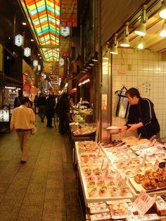 Un marchand de poisson au Nishiki https://www.apprendrelejaponais.net/photos/?p=98