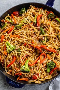 Veggie Lo Mein brings unbelievable food to your table in under 30 minutes. Love slurpy, noodle-y goodness? This quick and easy meal is sure to please. Breakfast And Brunch, Chop Suey, Scampi, Beef Lo Mein Recipe Easy, Veggie Lo Mein, Vegetarian Lo Mein, Vegetarian Dish, Vegan Main Dishes, Chicken