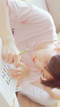 Read Happy Baekhyun Day 🍷🥂🥃🍾🎂🍰🎁🎉 from the story EXO VE TEPKILERI by bebe_cottony (Yasemin Doğan) with reads. Baekhyun Chanyeol, Hyungwon, Kai, Baekhyun Wallpaper, Exo Group, Exo Lockscreen, Hapkido, Exo Members, Chanbaek