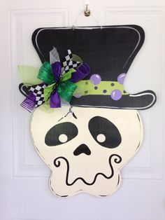 Halloween door hanger,Skeleton door hanger,door hanger,jack o lantern door… Halloween Costume Diy, Moldes Halloween, Halloween Wood Crafts, Adornos Halloween, Halloween Signs, Holidays Halloween, Fall Crafts, Holiday Crafts, Happy Halloween