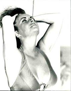 Elizabeth Taylor, Vintage Hollywood, Classic Hollywood, Burton And Taylor, Classical Hollywood Cinema, World Most Beautiful Woman, Beautiful Women, Ali Macgraw, British American