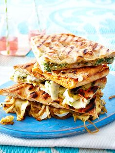 Gegrillte Pide-Sandwiches Grill Sandwich, Delicious Sandwiches, Wrap Sandwiches, Grilling Recipes, Veggie Recipes, Lunch To Go, Sandwich Recipes, I Love Food, Food Inspiration