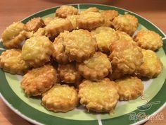Fantasztikus sajtos pogácsa, akár chips vagy sós pálcika helyett. Tökéletes falatkák filmnézéshez!   TopReceptek.hu Japan Garden, Biscuit Recipe, Party Snacks, No Bake Cake, Finger Foods, Cauliflower, Brunch, Food And Drink, Appetizers