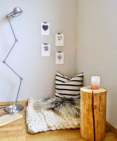 Una bonita manera de aprovechar cada espacio del salón. #deco #invierno
