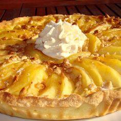 La tarte normande est une spécialité culinaire de Normandie. C'est une tarte composée de pomme de Normandie !) et de crème qui conclura votre repas de façon douce. En voici une version avec du nougat pour encore plus de gourmandise !