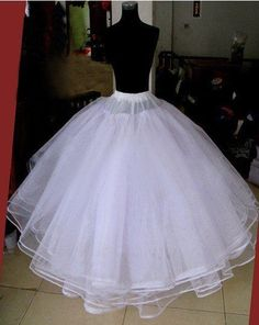 Resultado de imagen para how to make a petticoat wedding dress on a dress form Little Girl Dresses, Flower Girl Dresses, Bridal Dresses, Wedding Gowns, Bridal Veils, Creation Couture, Dress Patterns, Dress Making, Designer Dresses