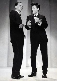Frank Sinatra and Elvis Presley, two of my most favorite people. Elvis is biting his lip! Joey Bishop, Elvis Presley, Priscilla Presley, Michael Buble, Pete Wentz, Celebrity Couples, Celebrity Photos, Classic Hollywood, Old Hollywood