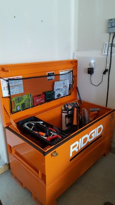 Rigid Job Site Box with padlocks for your power tools. Garage Tool Storage, Van Storage, Garage Tools, Storage Racks, Truck Tools, Truck Tool Box, Truck Flatbeds, Trucks, Carpentry Tools