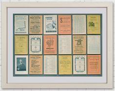 Sisustustaulu kollaasityö vanhojen ruotsinkielisten kalentereiden sivuista. Sivut 1920 - 1940 luvulta. Luonnonvalkoinen vitriinikehys. 79 x 62 cm
