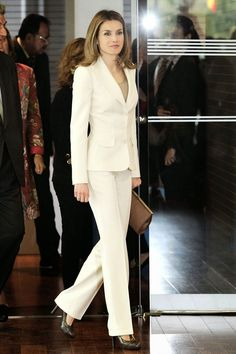 Power dressing at its finest is what today's post is all about. One of the more understated royals of Europe, Queen Letizia of Spain is nevertheless one fashionable Queen and my latest style crush. Wife of… View Post Business Outfits Women, Business Attire, Business Women, Business Formal, Suit Fashion, Royal Fashion, Curvy Fashion, Fashion Women, Fashion Top