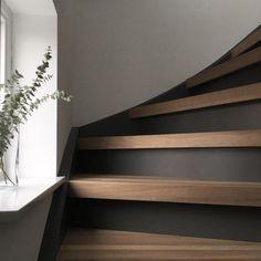 Gallery Wall Staircase, Modern Staircase, Staircase Design, Home Design, Küchen Design, Fall Home Decor, Autumn Home, Staircase Storage, Hallway Storage