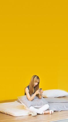 While everyone is working, Moonbyul just on the side on her phone