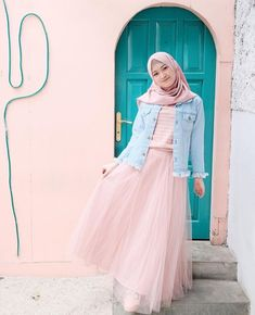 68 Ideas style hijab rok tutu for 2019 Modern Hijab Fashion, Muslim Women Fashion, Hijab Fashion Inspiration, Casual Hijab Outfit, Ootd Hijab, Hijab Chic, Skirt Fashion, Fashion Dresses, Denim Outfit For Women