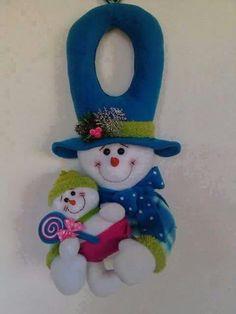 .natal                                                                                                                                                     Más Christmas Wood, Christmas Snowman, Christmas Holidays, Christmas Crafts, Xmas, Christmas Ornaments, Snowman Crafts, Felt Crafts, Felt Decorations