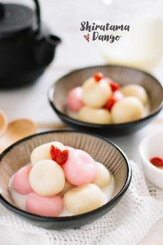 Shiratama dango is Japanese sweets often served when Japanese celebrate seasonal festivals such as Hanami, hinamatsuri, tukimi etc. Japanese Deserts, Japanese Sweets, Japanese Food, Asian Desserts, Asian Recipes, Sweet Recipes, Dessert Drinks, Dessert Recipes, Mochi