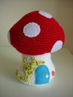 Toadstool Free pattern from http://annabooshouse.blogspot.nl/p/crochet-korknisse-and-toadstool.html