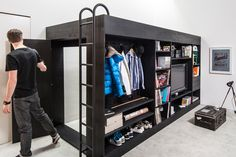 The swiss Till Konneker, founder of illDesigns, proposes to us a solution as interesting as practical, in case we are facing with the arranging of a reduced in size living space or when we want to save space.