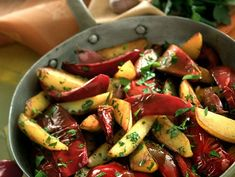 Patate e peperoni saltati in padella - Donna Moderna Ratatouille, Ethnic Recipes, Food, Contouring, Essen, Meals, Yemek, Eten
