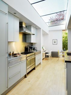 The side return extension is one of the most common domestic building projects. We look at the best way to use this extension type to add space to your home Long Narrow Kitchen, Long Kitchen, Kitchen Living, New Kitchen, Kitchen Ideas, Home Interior, Interior Styling, Glass Roof Extension, Conservatory Extension