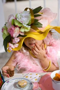 Victorian tea party - birthday girl gets a fabulous hat. that could be the party favour for little girls! make paper flowers etc for the girls to decorate the hat with. Cool Baby, Shabby Look, Shabby Chic, Victorian Tea Party, Tee Set, Girls Tea Party, My Tea, Sugar And Spice, High Tea