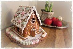 Piparkakkutalo rakennettu, joulu on jo ovella. Christmas Baking, Christmas Cookies, Christmas Time, Chocolates, Glitter Houses, Food And Drink, Christmas Decorations, Gingerbread Houses, Candy