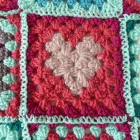 Free Tutorial from Matilda: the crochet  granny square with a heart