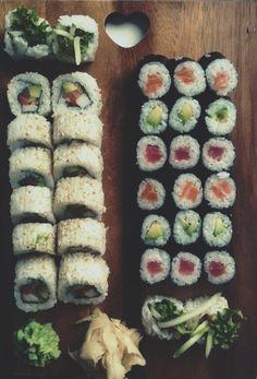 Sushi my weakness! Sushi Recipes, Asian Recipes, Cooking Recipes, Asian Foods, I Love Food, Good Food, Yummy Food, Onigirazu, Snacks