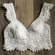 Free Crop Top Crochet Patterns - Snowflake Crochet Must Try Free Crop Top Crochet Patterns for Beginner Crocheters. Patterns will include step by step instructions and photos. Patterns are from all your favorite crochet crop top designers. Top Tejidos A Crochet, Crochet Bra, Crochet Halter Tops, Crochet Bikini Top, Crochet Shirt, Crochet Clothes, Knitted Swimsuit, Bralette Pattern, Mode Du Bikini