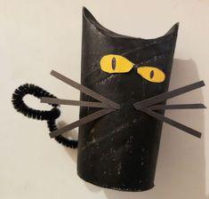 Manualidades de halloween, gatos negros, diy con carton, crafts with kids Manualidades Halloween, Diy, Halloween Cat, Black Cats, Pumpkins, Activities For Kids, Bricolage, Handyman Projects, Do It Yourself