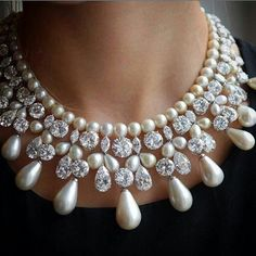 Stunning Diamond & pearl Necklace by @harrywinston #GemNecklace