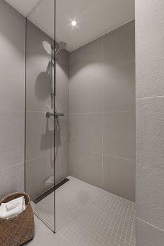 Porcelaingres Just Grey White Leilighet Oslo.Porcelaingres Just Grey White Bathroom Spa, Bathroom Faucets, Small Bathroom, Bathroom Grey, Wc Design, Bathroom Interior Design, Bathroom Inspiration, Grey And White, Cabin Interiors