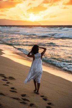 Nicole Warne in Zimmermann dress - Oahu, Hawaii. Beach Relax, Beach Walk, Sunset Beach, Princess Style Wedding Dresses, Chasing Unicorns, Gary Pepper Girl, Nicole Warne, North Shore Oahu, Love Picture Quotes