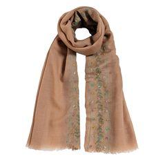 sciarpa 40% seta e 60% lana di colore marrone con graziosi motivi a fiori colorati. Made in India. Dimensioni: Lunghezza 200; Larghezza 75.