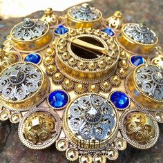 Håndlaget bunadsølv til Telemark bunad Filigree Jewelry, Silver Jewelry, Going Out Of Business, Gull, Folk Costume, Folklore, Norway, Art Nouveau, Jewelery