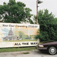 © JEFF BROUWS, See Our Country, East South Street, Hastings, Nebraska, 1993 (courtesy of the Robert Klein Gallery)