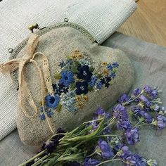 #Embroidery#stitch#needle work #hamp linen #프랑스자수#일산프랑스자수#자수#자수소품#자수타그램#햄프린넨#프레임파우치 #맘에 쏙 드는 스탈로 완성!~