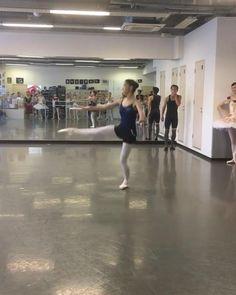 Ballet Gif, Ballet Dance Videos, Dance Choreography Videos, Ballet Dancers, Ballet Studio, Dance Studio, Ballet Dance Photography, La Bayadere, Dance Poses