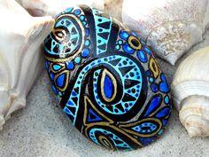 Egyptian Sea Goddess /Painted Sea Stone /Sandi Pike Foundas via Etsy Painted River Rocks, Hand Painted Rocks, Painted Fish, Painted Pebbles, Stone Painting, Painting On Wood, Rock Painting, Pebble Painting, Painted Shells
