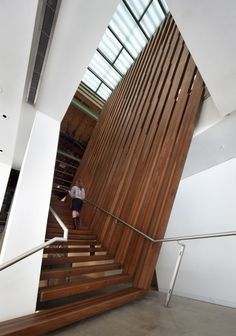Arthouse at the Jones Center / LTL Architects escalera madera