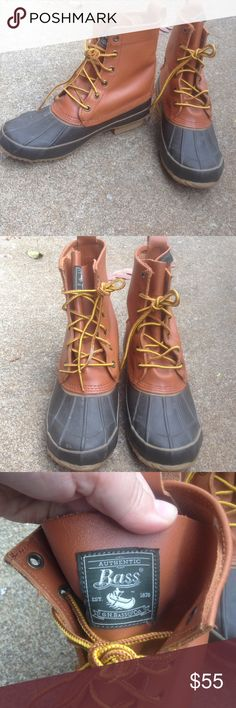 Women's Bass Tall Leather Duck Boots Winter 9M Women's Bass Tall Leather Duck Boots Winter 9M These are a men's size 7,women's size 9 These are Tan & Brown Worn once! Excellent! Bass Shoes Winter & Rain Boots