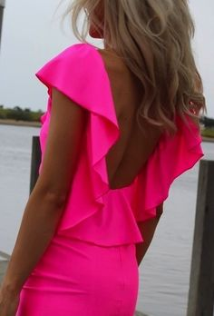 cant wait to be that tan again...and love the hot pink!    http://sunsettanla.com
