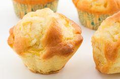 Sciogliete il burro in un piccolo pentolino antiaderente. Lavate accuratamente il limone sotto l'acqua fredda corrente, asciugatelo con la carta da cucina