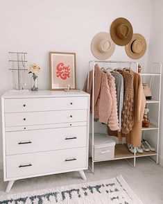 This is a great use of space if you have a small room or live in an apartment and are looking for clothing storage solutions. Such a pretty bedroom with a boho style. Adore this storage rack with mixed wood and white metal to bring organization solutions to a small room. #collegelife #smallbedroom #smallclosetsolution #organizationidea #cuteclothesrack #moderndecor #modernclothingrack #openclosetidea